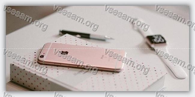 айфон на книге