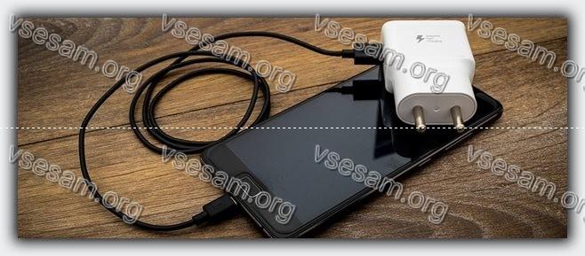 телефон и зарядка