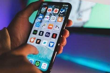 телефон с включенным экраном